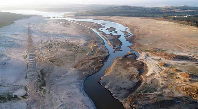 Water levels at the Theewaterskloof Dam (above, on February 20, 2018), near Vil-liersdorp, South Africa, ebbed dangerously low this year. The earth-filled dam supplies most of Cape Town's potable water.